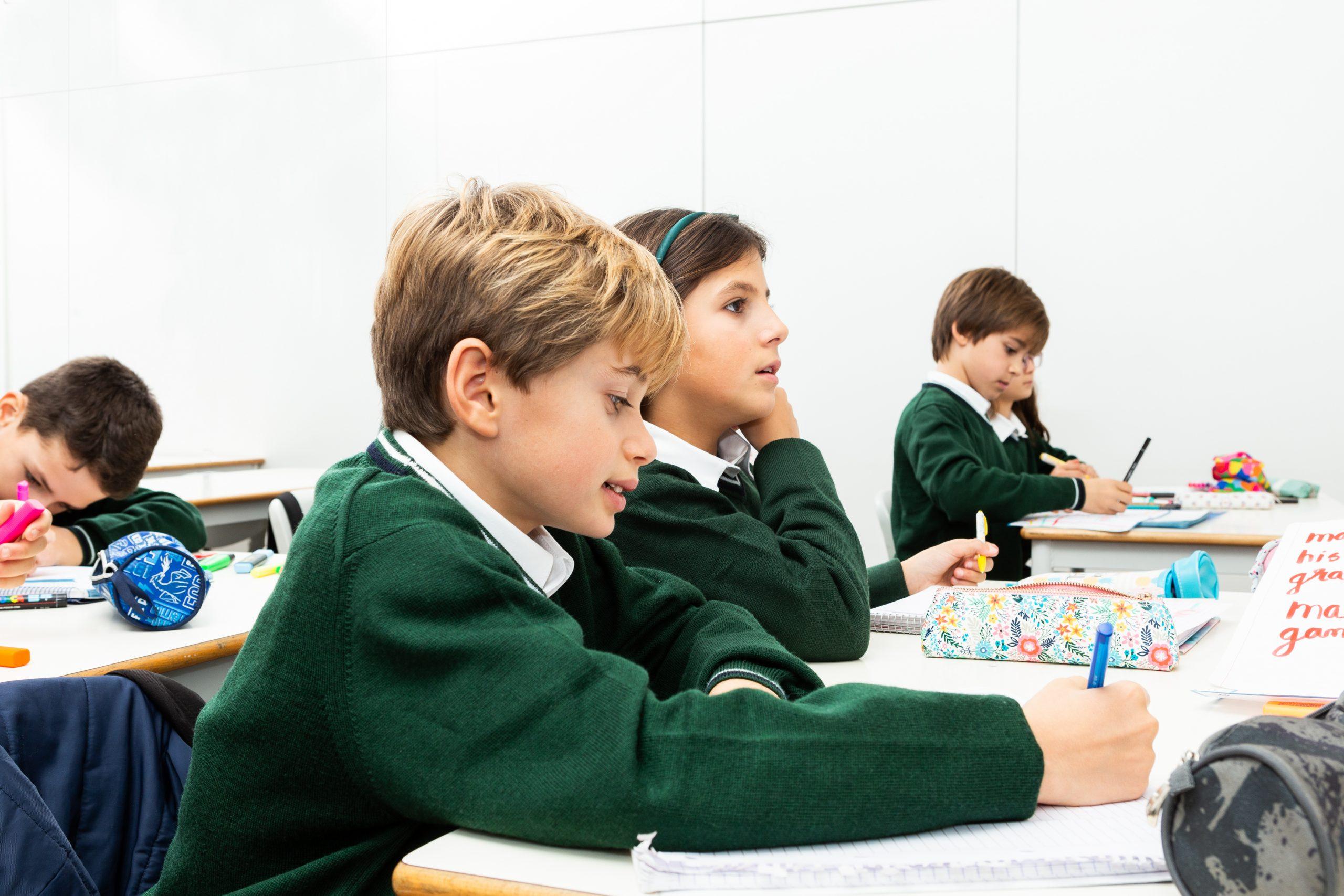 ajude-o-seu-filho-com-a-ansiedade-na-apresentação-de-trabalhos-escolares
